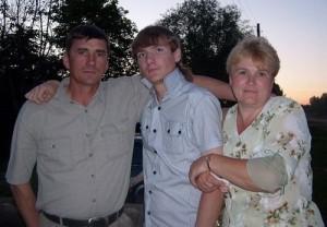 Саша Черепанов с родителями